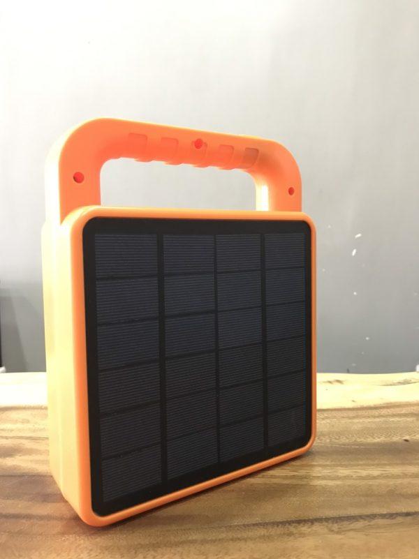 đèn năng lượng mặt trời tay cầm