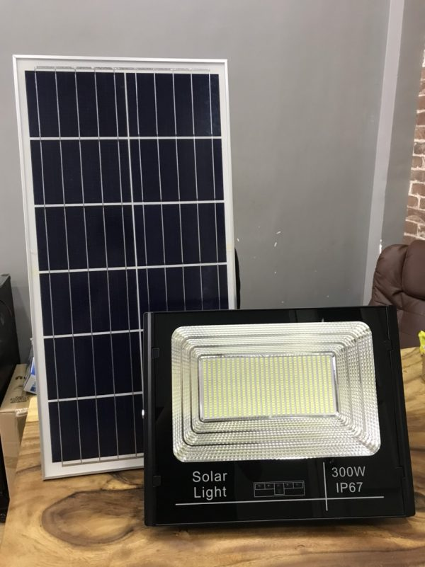 đèn pha năng lượng mặt trời 300w